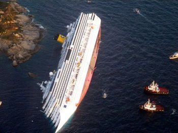 Cruise-ship-capsized-012