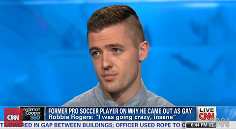 Gay footballer Robbie Rogers (LA Galaxy) has written a letter to his 14 year old self, posts on ESPN