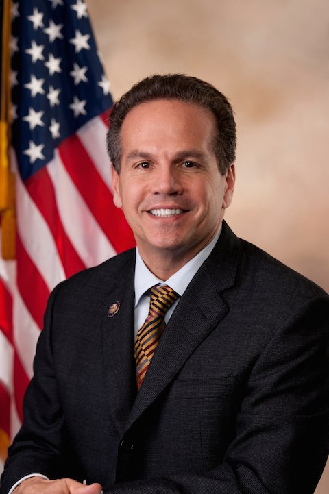 David_Cicilline,_Official_Portrait,_112th_Congress_2