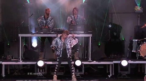 Röyksopp & Robyn Perform %22Do It Again%22
