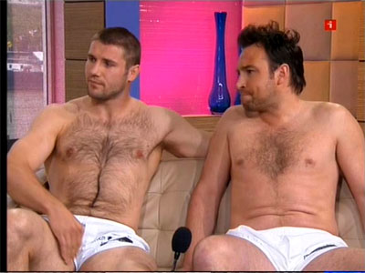 http://towleroad.typepad.com/photos/uncategorized/ben_cohen_shirtless_1_2.jpg